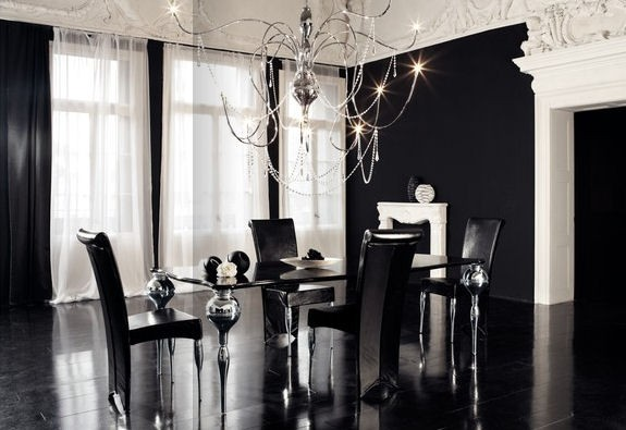 Gothic-dining-room-with-dark-scheme