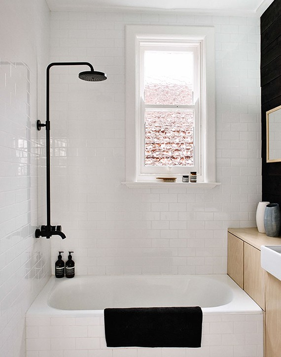 My-paradissi-black-fixtures-in-the-bathroom-terence-chin-sharedesign